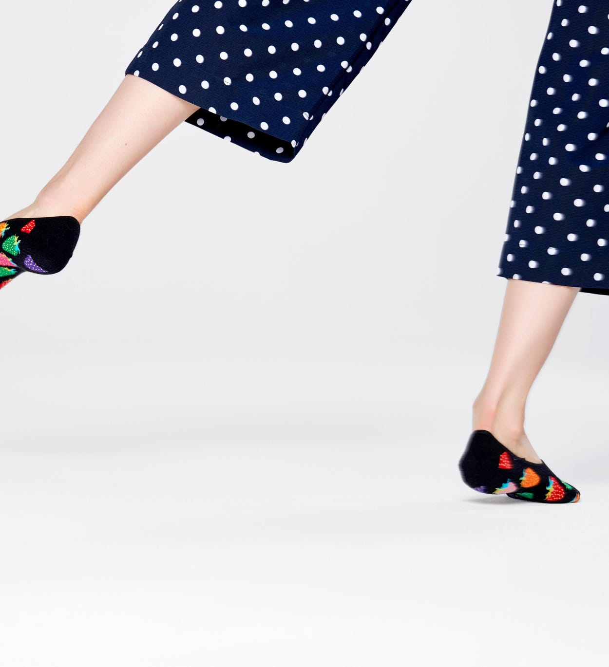 Strawberry Liner Socks, Black | Happy Socks